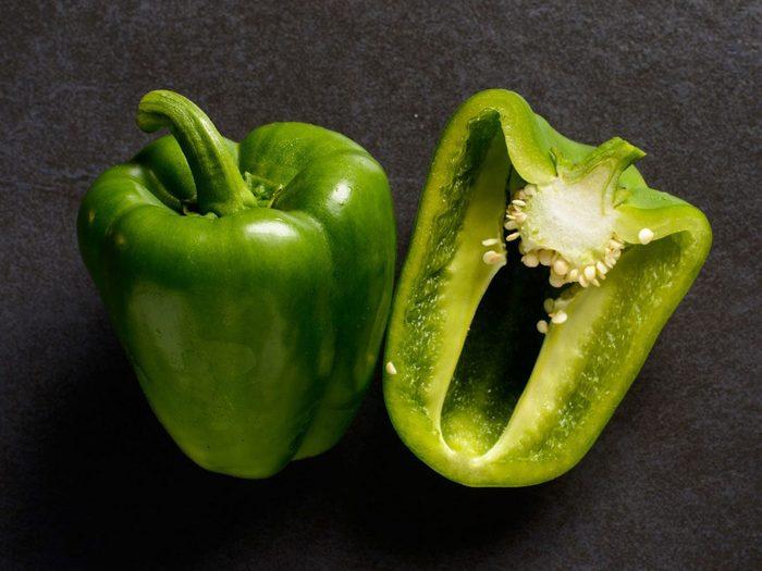 Les poivrons font partie des légumes à planter à partir des restes de cuisine.