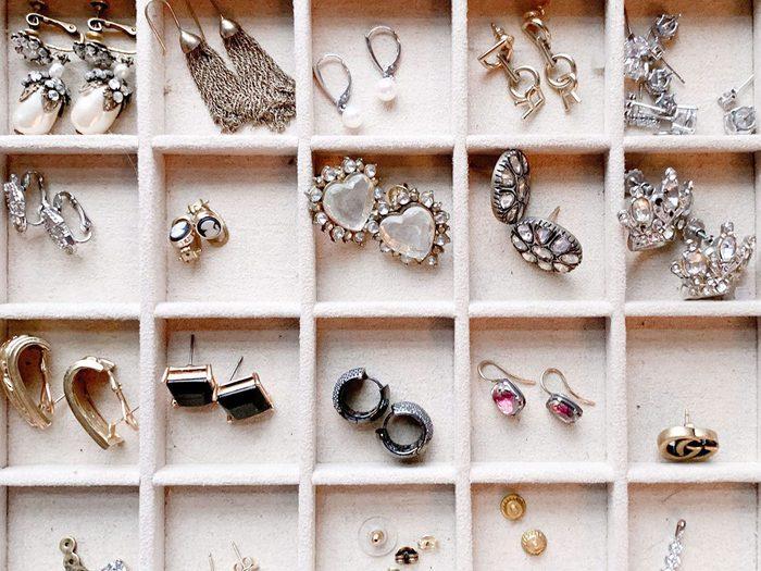Comment remiser les accessoires et organiser sa garde-robe.