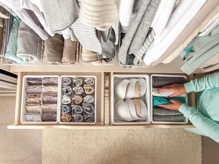 Les meilleures façons d'organiser sa garde-robe.
