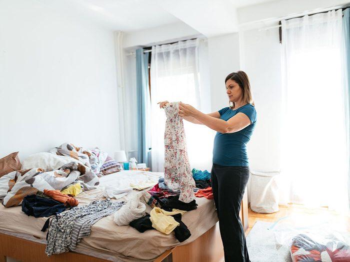 Nettoyer et vider pour organiser sa garde-robe.