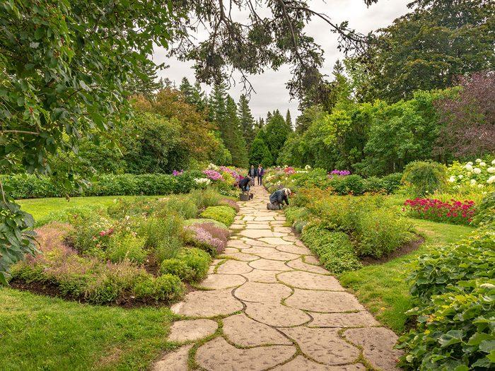 Les Jardins de Métis font partie des endroits où faire un pique-nique au Québec.