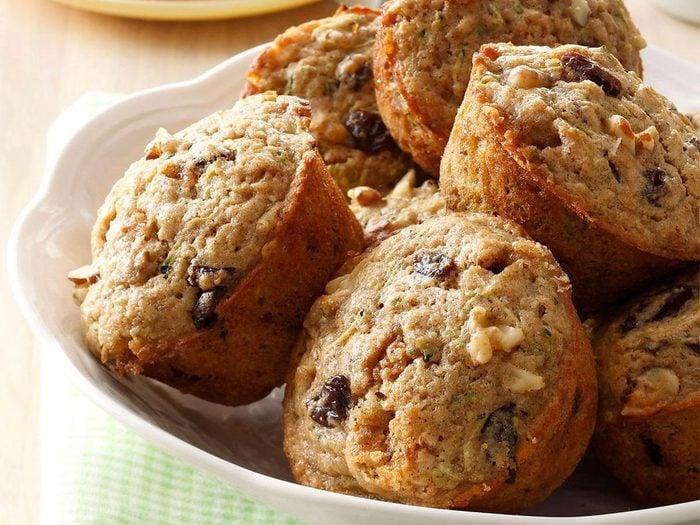 Recettes de muffins aux courgettes et aux noix.