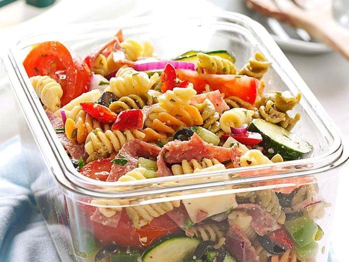 Recette de salade de pâtes style Delicatessen.