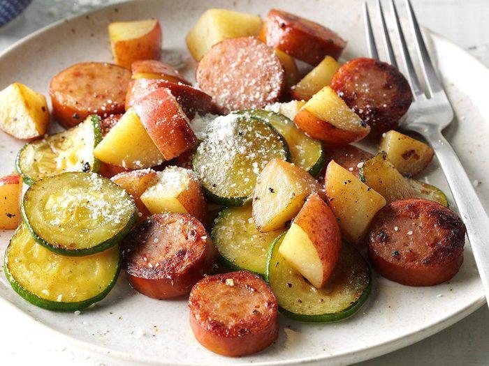 Souper de pommes de terre à la saucisse.