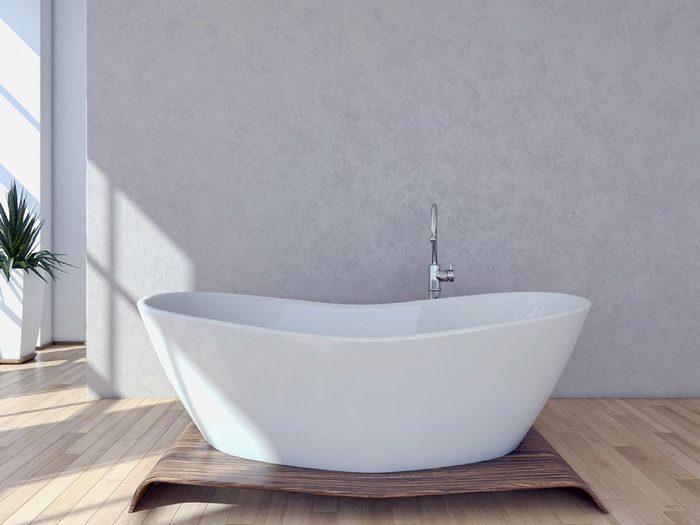Mettre une baignoire autoportante ou un bain à remous autoportant pourrait être l'une des rénovations que vous regretterez probablement plus tard.