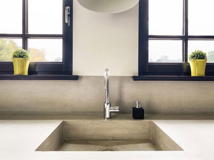 Installer des comptoirs de cuisine en béton pourrait être l'une des rénovations que vous regretterez probablement plus tard.