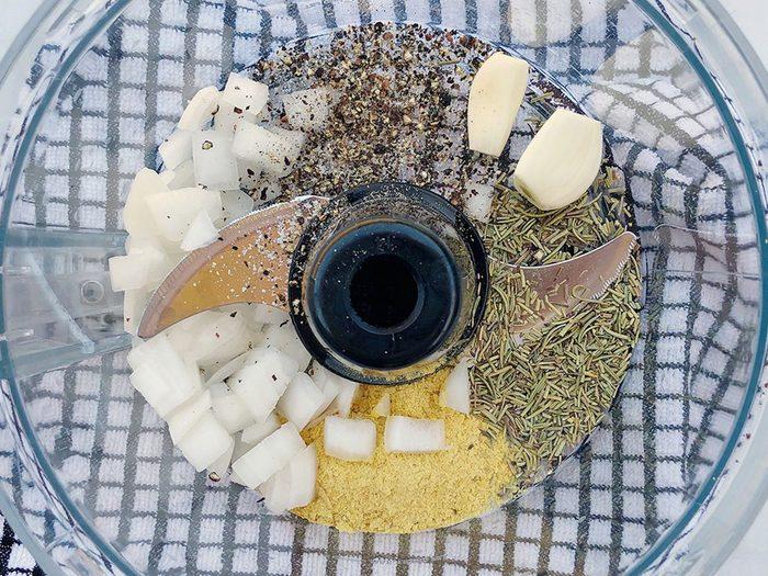 Étape 3: préparation de la sauce Alfredo végétalienne.