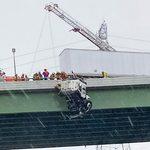 Camion suspendu: un sauvetage incroyable sur le pont