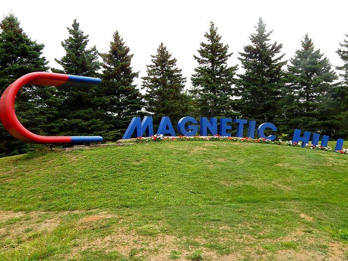 Magnetic Hill à Moncton fait partie des trésors cachés à découvrir au Canada.
