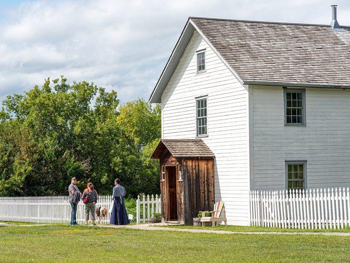 Découvrir la vie de Louis Riel fait partie des trésors cachés à découvrir au Canada.
