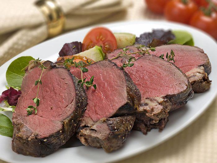 Le steak de bison fait partie des trésors cachés à découvrir au Canada.