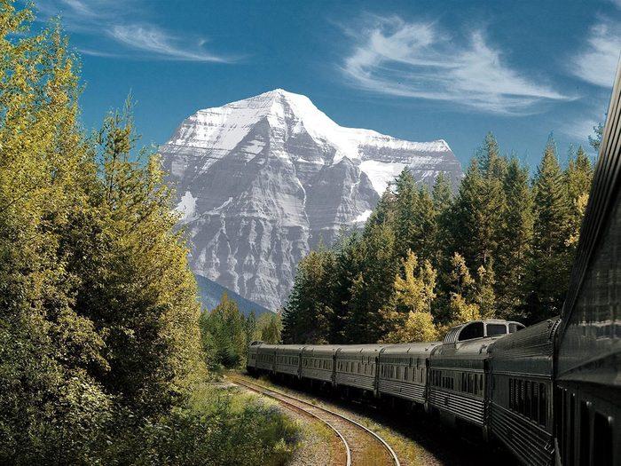 Le guide des voyages en train à travers le Canada.
