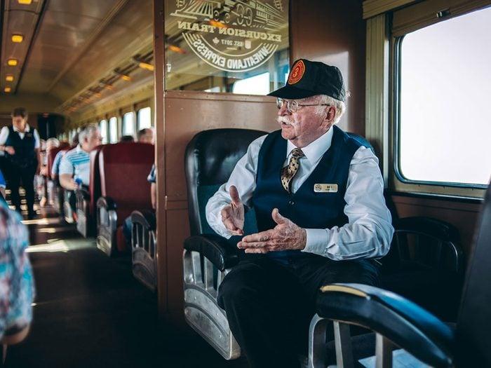 Faire un voyage en train à travers le Canada à bord du Wheatland Express Excursion Train.
