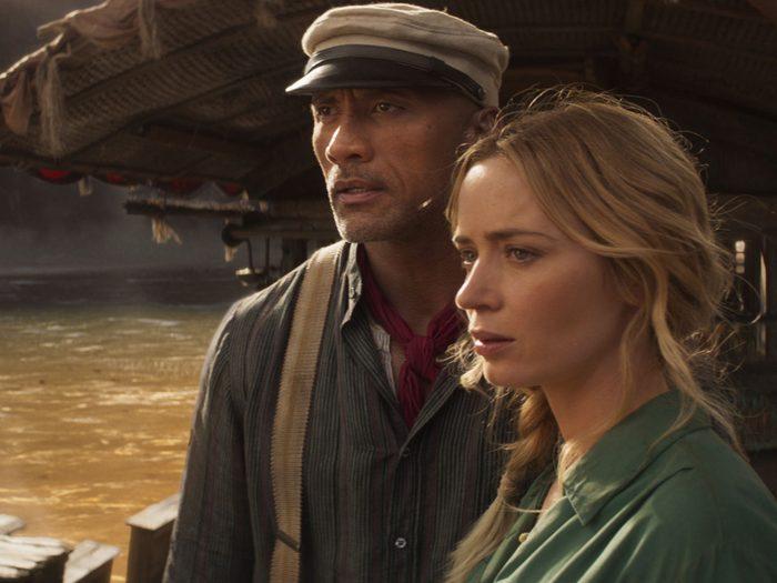 Dwayne Johnson et Emily Blunt dans le film Jungle Cruise.