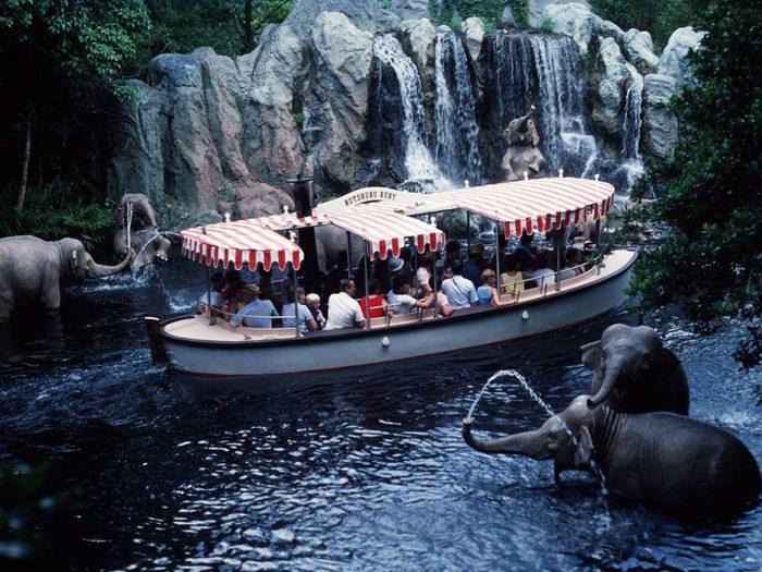 Du manège Jungle Cruise au film Croisière dans la jungle avec Dwayne Johnson.