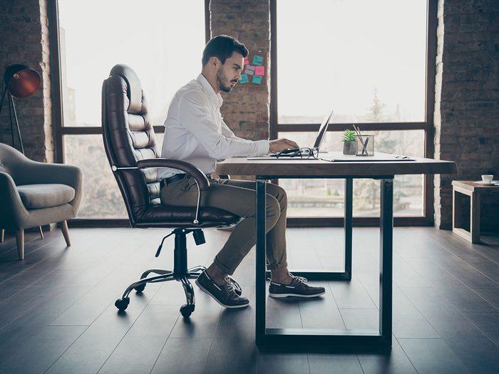 Bouger, même assis au bureau, pour augmenter son métabolisme.
