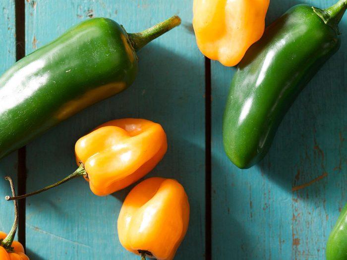 Comment laver les fruits et légumes qui contiennent le plus de pesticides tels que les poivrons?