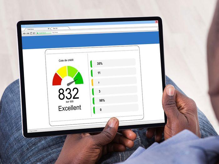 Soyez à l'aise avec votre cote de crédit pour réduire votre consommation d'électricité en été.