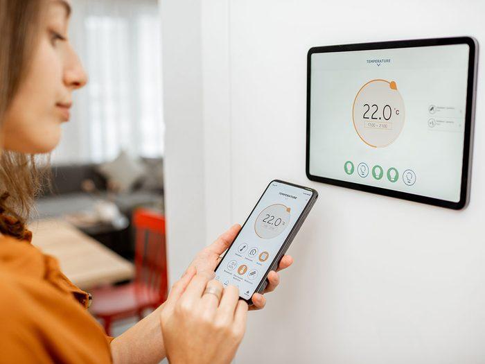 Tirer profit de sa passion pour la technologie pour réduire sa consommation d'électricité en été.