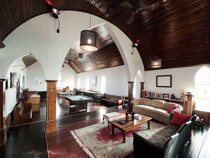 Passez la nuit dans un hôtel insolite en choisissant cette église centenaire.
