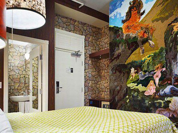 Passez la nuit dans un hôtel insolite parmi des œuvres d'art.
