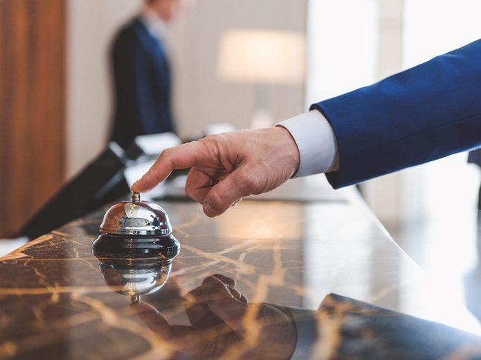 «Pourquoi ne puis-je pas m'enregistrer dès maintenant?» est l'une des questions à ne jamais poser au personnel de l'hôtel.