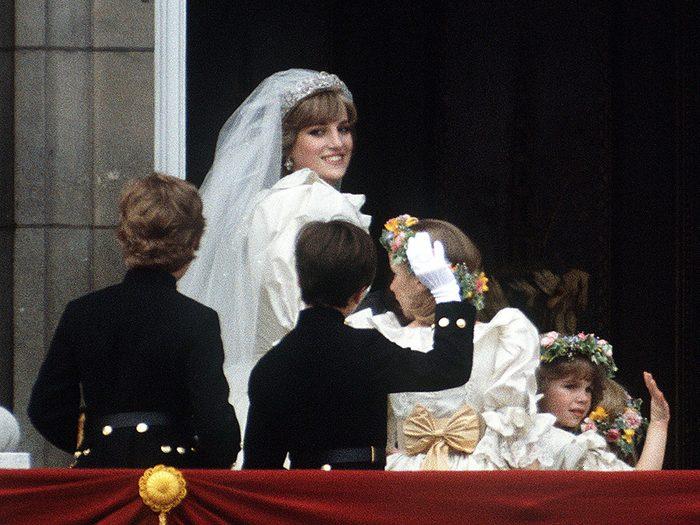 L'intrigue autour du mariage de la princesse Diana et du prince Charles.