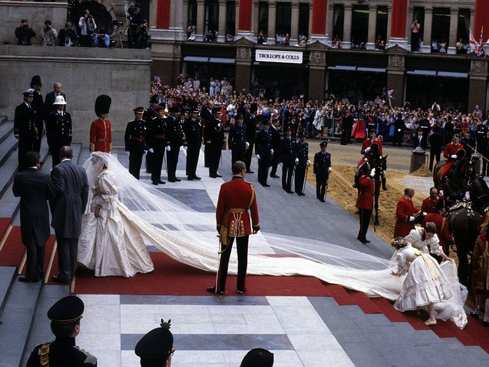 La traîne de la robe lors du mariage de la princesse Diana et du prince Charles.