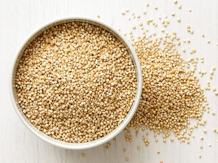 Le quinoa fait partie des aliments qui améliorent la prise de masse musculaire.
