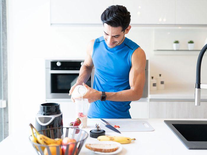 Voici 9 aliments qui améliorent la prise de masse musculaire.