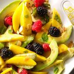 Salade de fruits avec avocat et vinaigrette à la tangerine