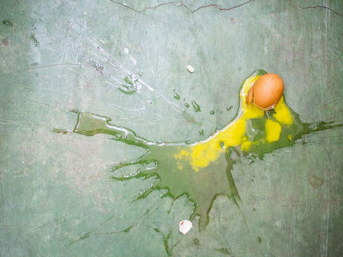 Comment régler le problème d'œuf cassé?