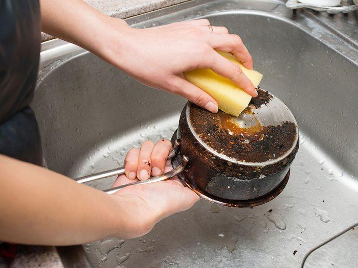 Comment régler le problème de casserole sale?