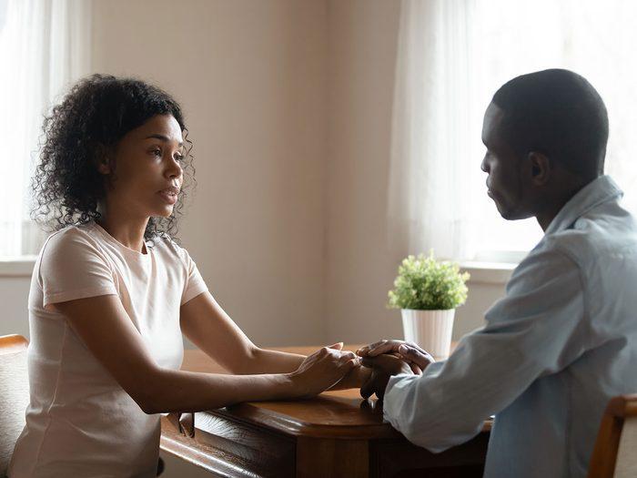 En cas de relation à sens unique, mieux vaut parler à cœur ouvert à votre partenaire.