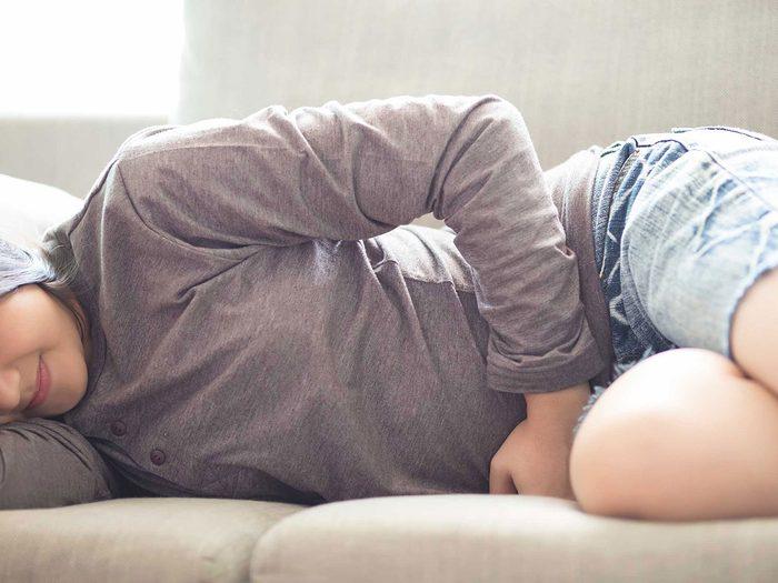 Les crampes abdominales sont probablement le symptôme d'ovulation le plus commun.