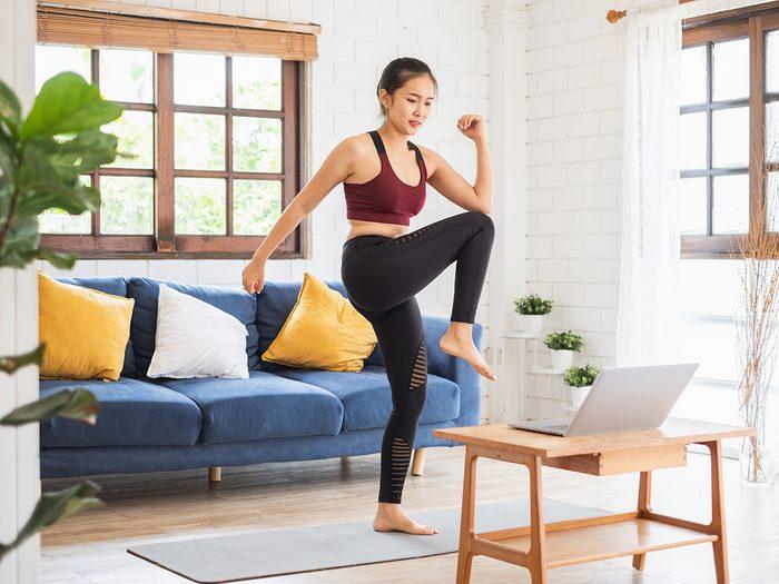 Faire de l'exercice apaisera les symptômes du syndrome prémenstruel.