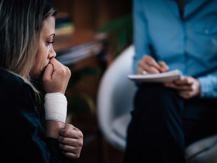L'anxiété augmente les risques de souffrir du syndrome prémenstruel.