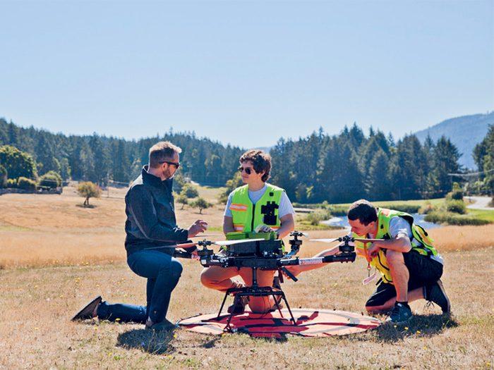 Le drone qui livrait des fournitures d'urgence fait partie des innovations qui révolutionnent les hôpitaux et le domaine de la santé.