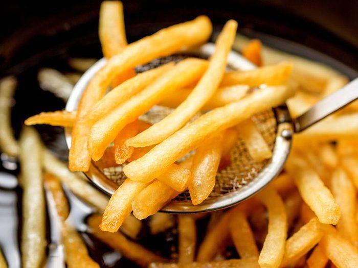 Manger trop d'aliments gras est mauvais pour l'intestin.