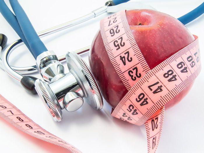 Est-ce que manger avant de se coucher peut avoir un impact sur le poids?