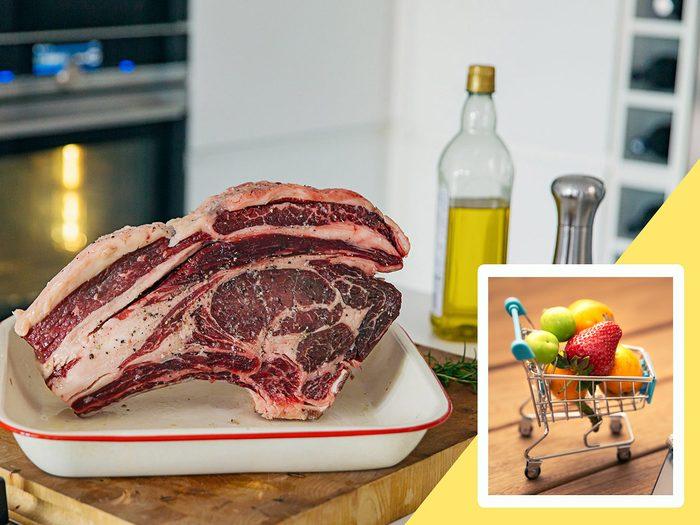 Manger trop de viande fait partie des mauvaises habitudes alimentaires qui coûtent cher.