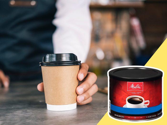 Sortir prendre un café fait partie des mauvaises habitudes alimentaires qui coûtent cher.