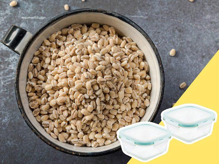 Ne pas bien entreposer les grains fait partie des mauvaises habitudes alimentaires qui coûtent cher.