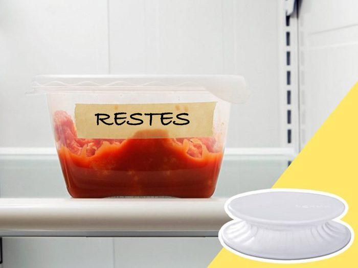 Ne pas recycler les restes fait partie des mauvaises habitudes alimentaires qui coûtent cher.