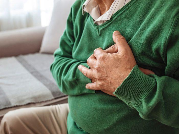 Les risques de crise cardiaque ou d'AVC accrus font partie des dangers de la pollution atmosphérique sur notre santé.