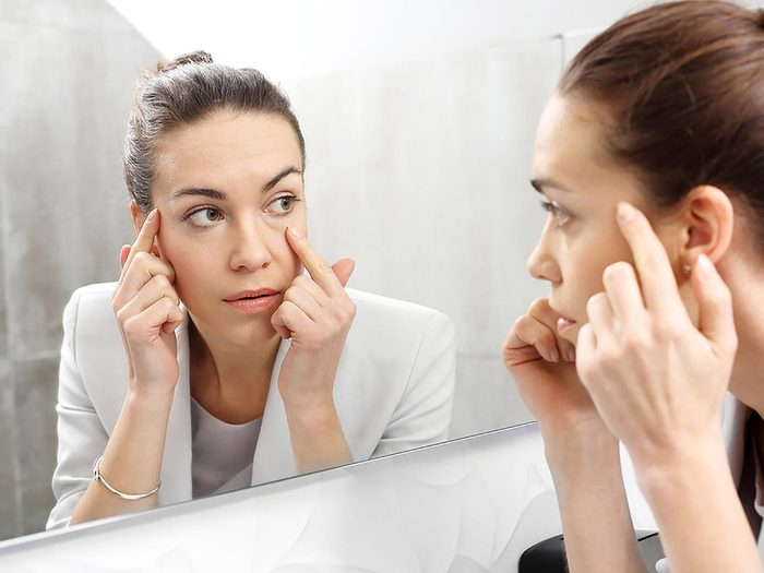 Le vieillissement de la peau fait partie des dangers de la pollution atmosphérique sur notre santé.