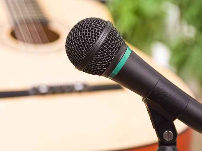 Chanter stimule le cerveau.