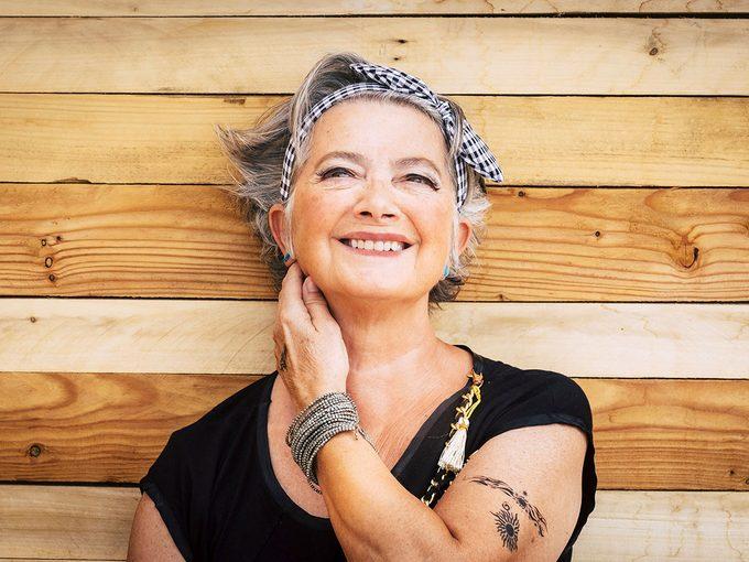 Nouvel âge d'or: elle se fait tatouer pour ses 80 ans.