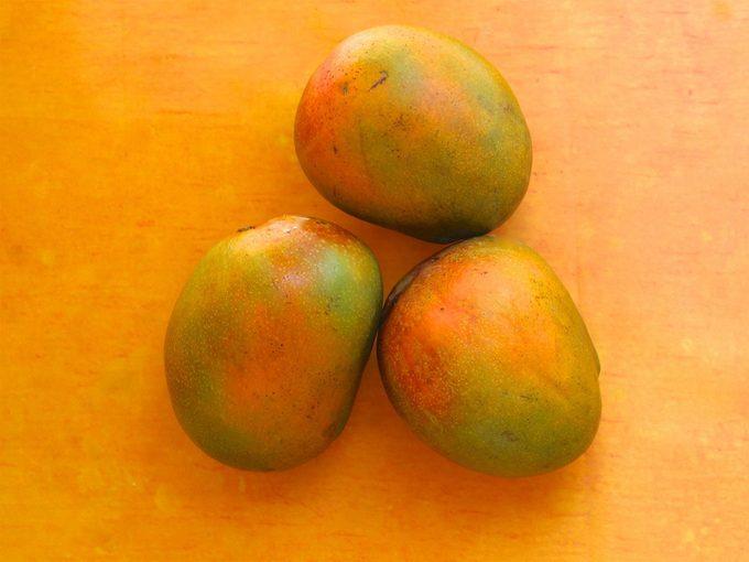 Comment couper une mangue (avec ou sans coupe-mangue)?