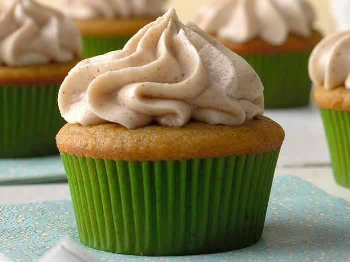 Recette de cupcakes à la citrouille et aux épices, avec glaçage au fromage à la crème.